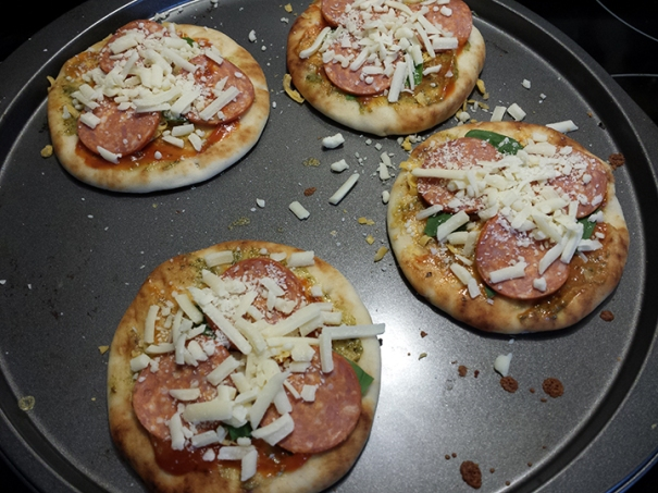 Mini naan pizzas
